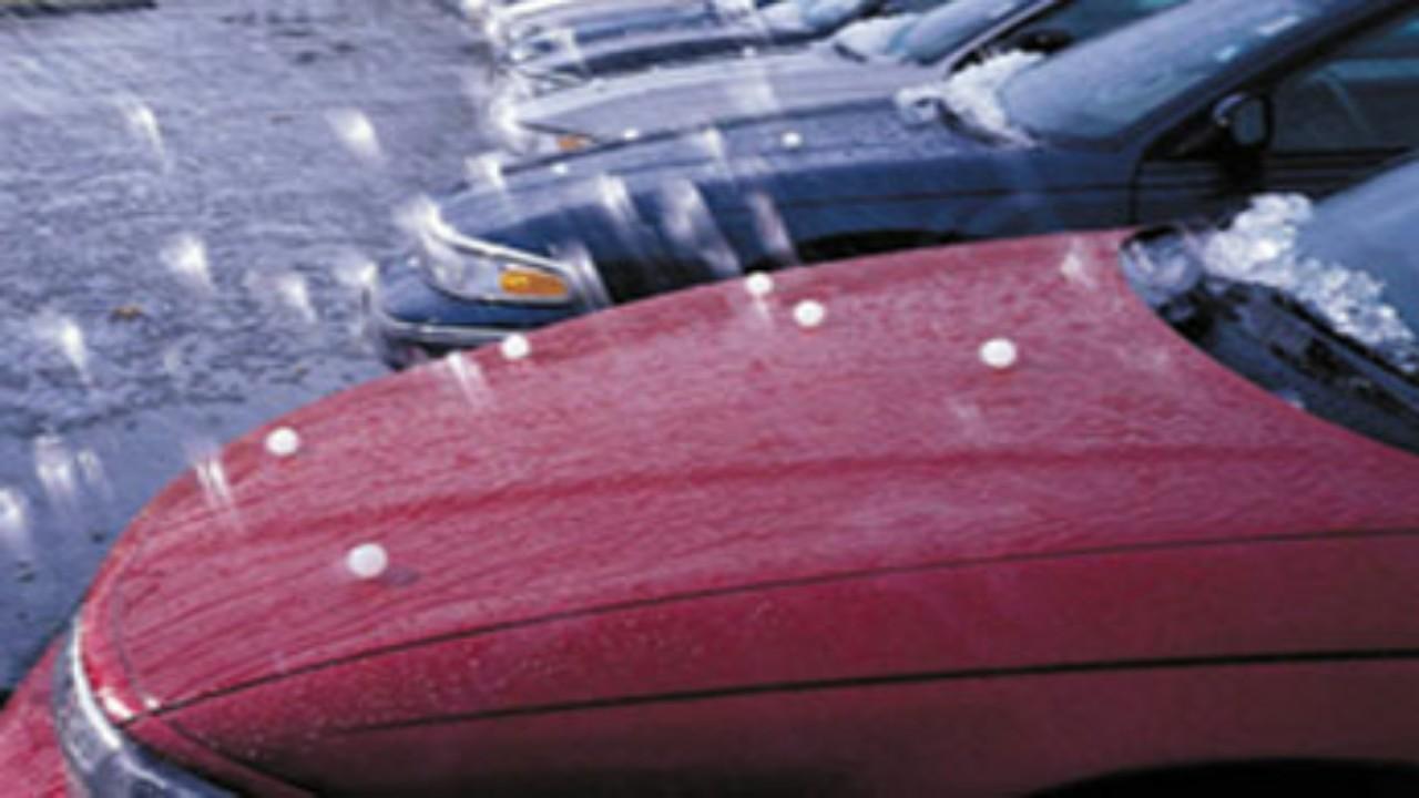 4 نصائح تجنبك مخاطر القيادة أثناء سقوط حبات البرد