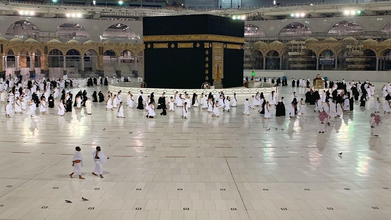 شاهد..توافد المعتمرين إلى المسجد الحرام ضمن المرحلة الثالثة من العودة تدريجيا