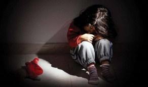 شاب يحاول التعدي جنسيًا على طفلة أثناء عودتها من المدرسة