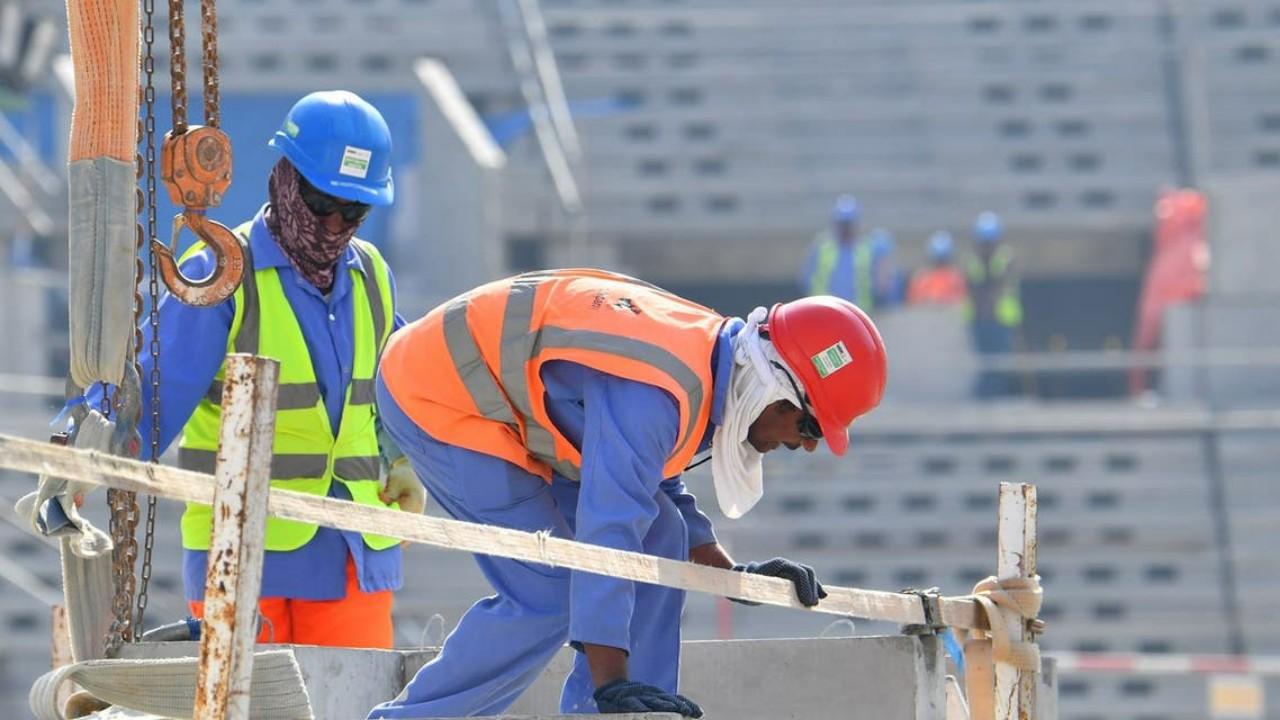 """""""العفو الدولية"""" تحذر قطر من تعنتها ضد عمال مشاريع مونديال 2022"""