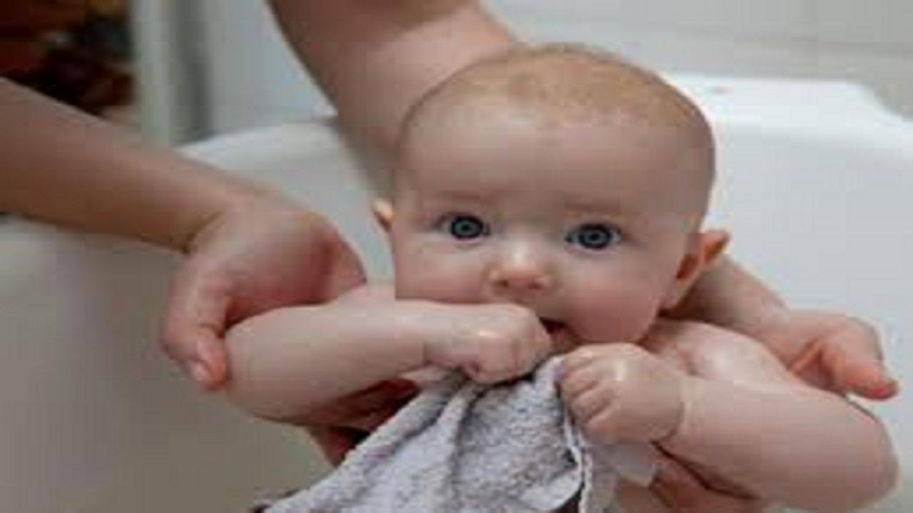 نصائح هامة لحماية بشرة أطفالك الحساسة