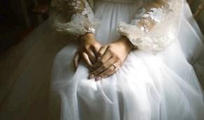 صورة صادمة تمنع زواج خمسيني من فتاة قاصر