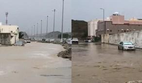 بالفيديو.. أمطار غزيرة وتراكم للمياه في بعض شوارع مكة المكرمة