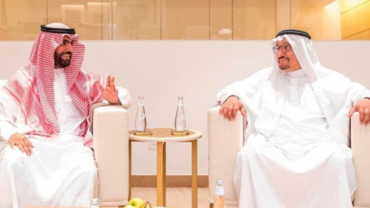 """أمير مكة يكرم وزيري الثقافة والتعليم بعد إختيارهما """"شخصيتي العام"""""""