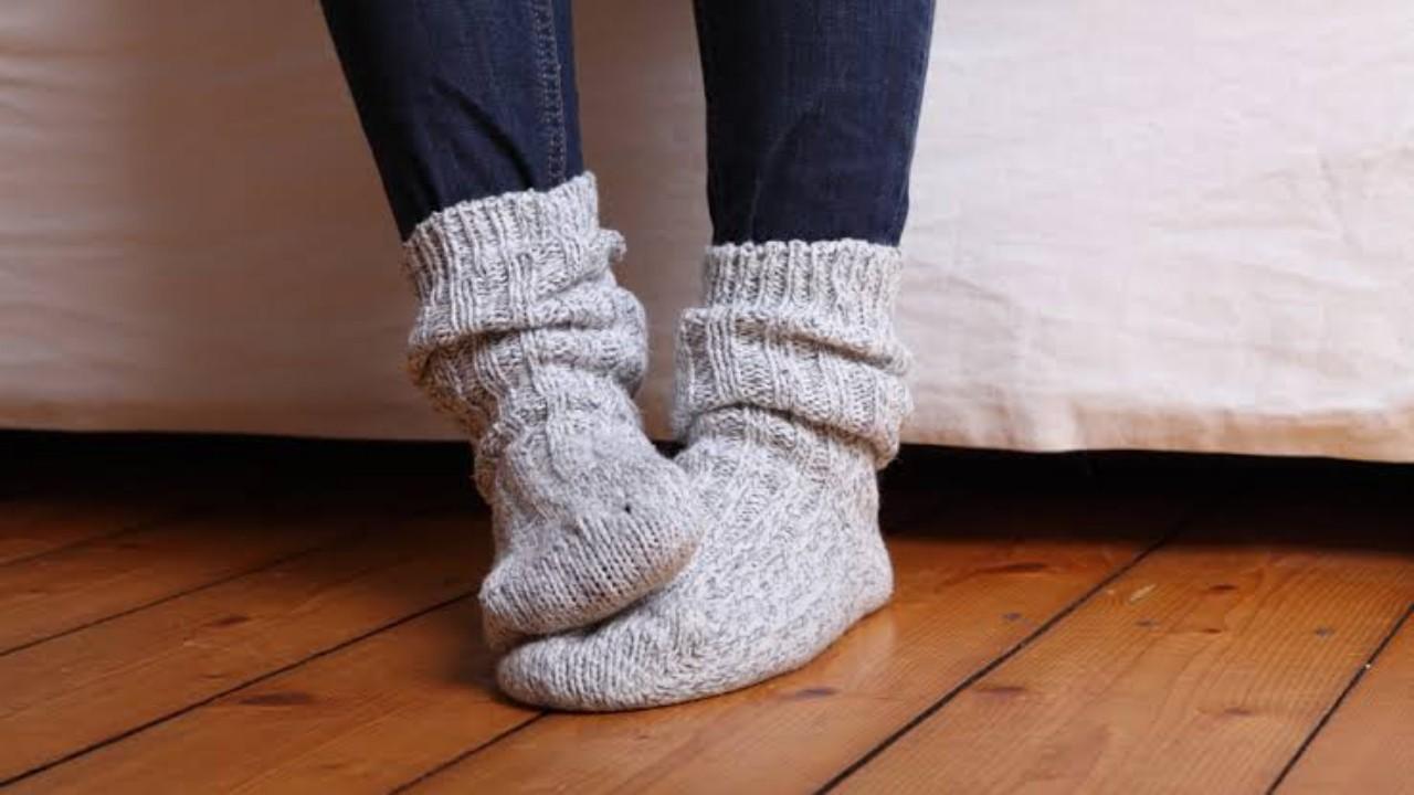 8 أسباب تقف وراء برودة القدمين