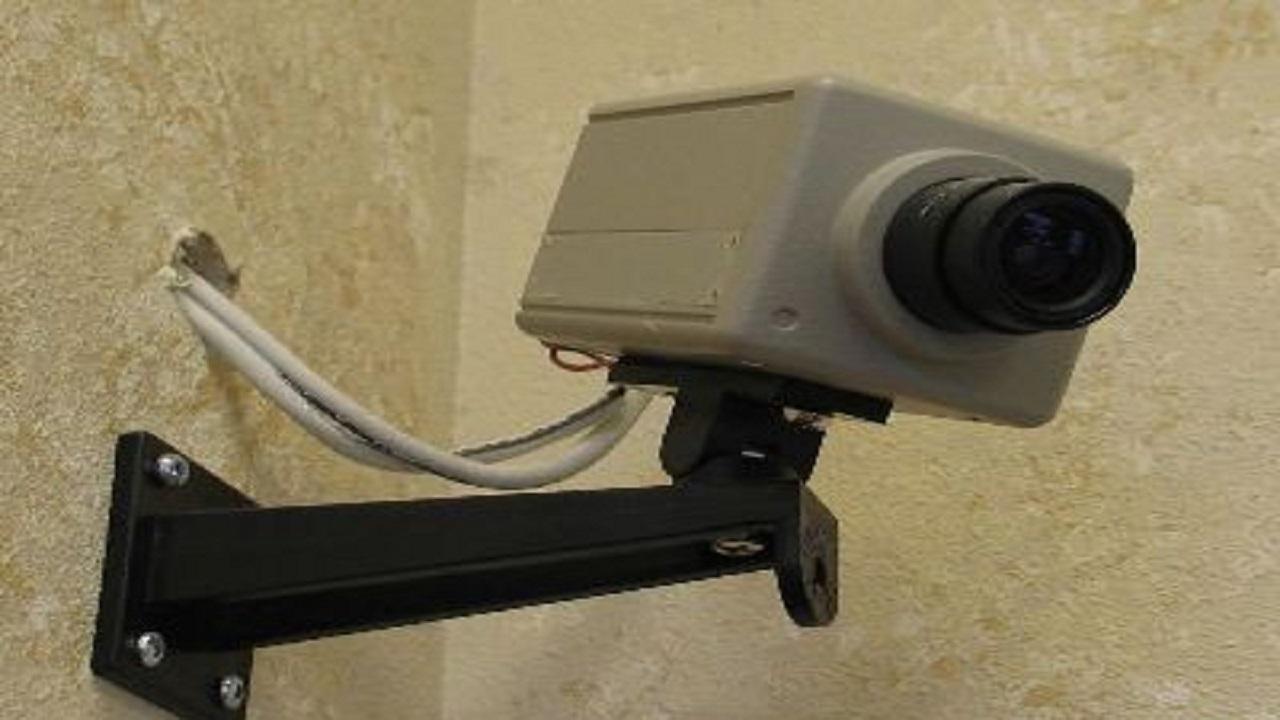إغلاق مشغل نسائي يضع كاميرات مراقبة بالطائف