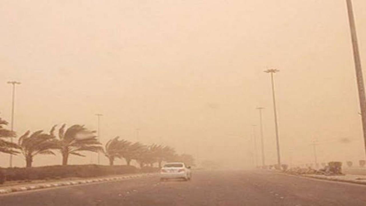 رياح مثيرة للأتربة تسود أجواء الرياض