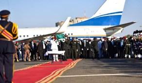 بالصور.. وصول جثمان الصادق المهدي لمطار الخرطوم