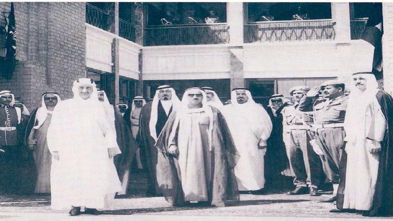 صورة تاريخية للملك فيصل وعبدالله والشيخ صباح الأحمد