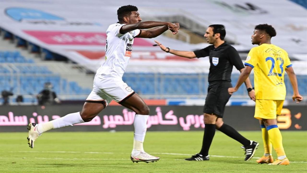 النصر يطلب المحادثة التي جرت بين الحنفوش وحكم الفار في مباراة الشباب