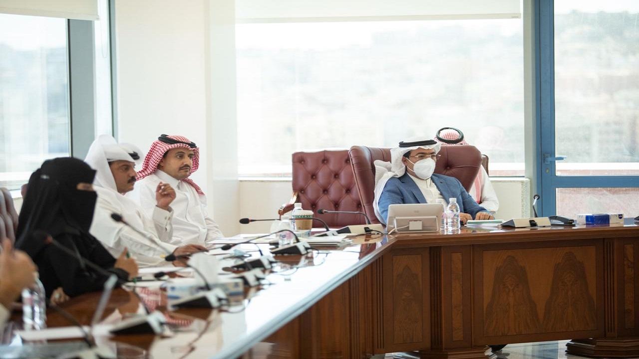 أمانة عسير تدرس عددًا من المشاريع التنموية والاستثمارية في المنطقة