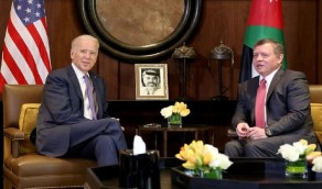 بايدن يجري أول مكالمة له مع زعيم عربي