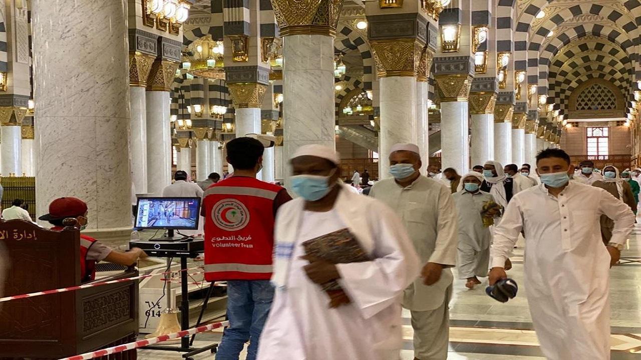 تقديم خدمات على مدار الساعة من الفرق التطوعية التابعة لهيئة الهلال الأحمر بالمسجد النبوي