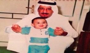 لقطة أبوية نادرة للملك سلمان مع ابنه الأمير سعود في طفولته