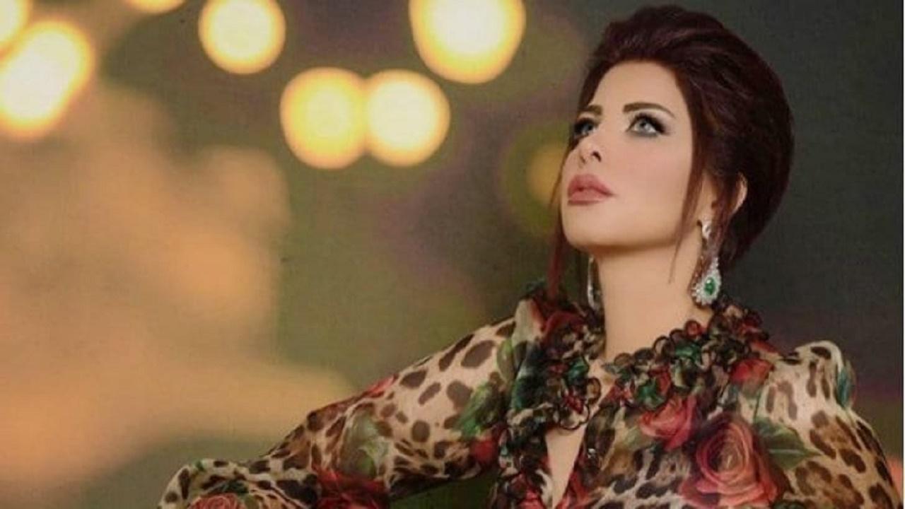 بالفيديو.. شمس الكويتية تنسجم في الغناء داخل مخيم بالعلا