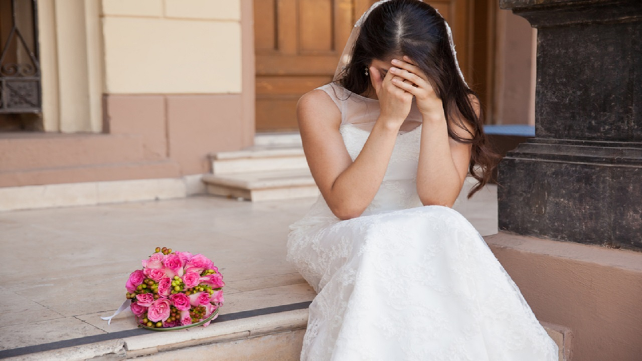 عروس تصاب بعقدة نفسية بعد تأجيل زفافها 7 مرات بسبب كورونا