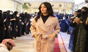 بالفيديو..عرض أزياء للعبايات في الخبر