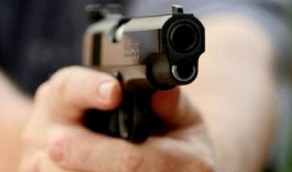 شاب يقتل خطيبته السابقة بطلقات نارية امام أطفالها