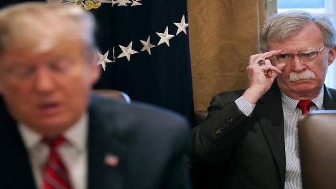 بولتون بعد أن وصفه ترامب بالشخص الأكثر غباءًا : لن أنزل إلى هذا المستوى