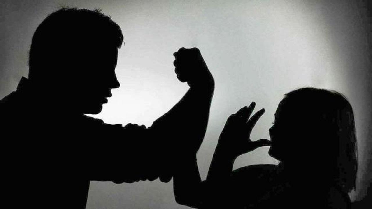 متحرش يصفع فتاة بعدما طالبته بالتوقف عن تصرفه الغير لائق