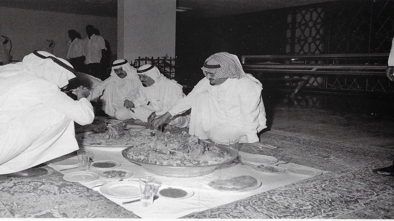 صور عفوية للملك فهد والملك عبدالله في زيارة لوزارة التخطيط