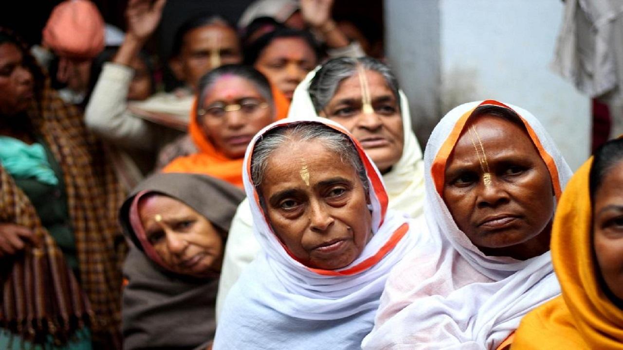 أسباب حرق الأرملة نفسها في جنازة زوجها بالهند