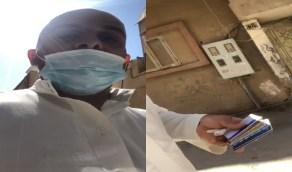 بالفيديو..مواطن يحذر من لصوص يوهمون الضحية بأنهم سيصطدمونه بدباب لسرقته
