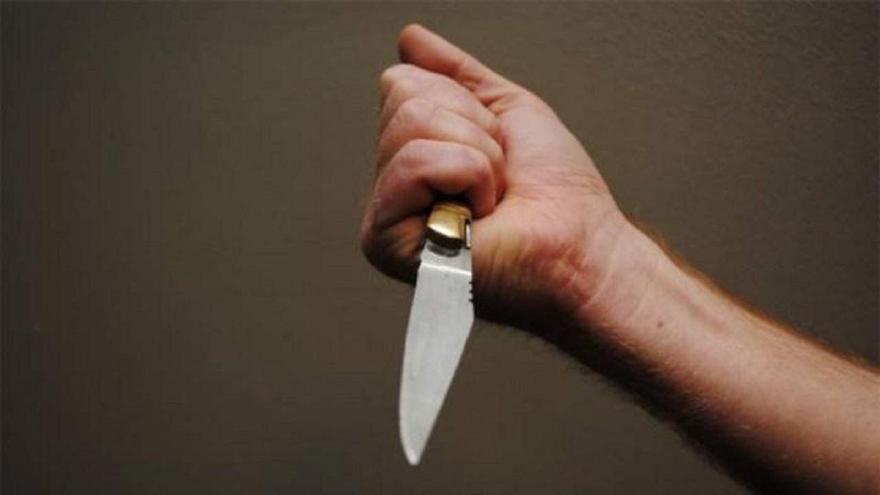 رجل ينهي خلافًا مع زوجته بذبحها