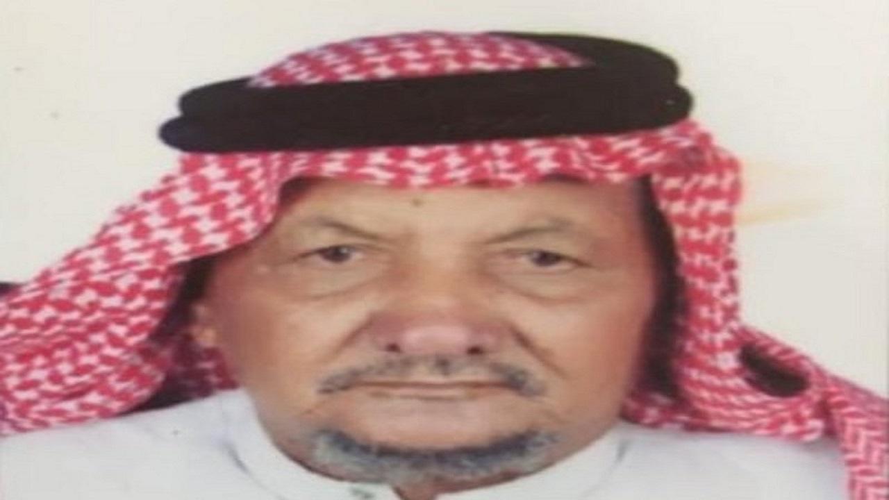 العثور على مواطن مسن بعد أسبوع من اختفاءه تحت شجرة بجدة