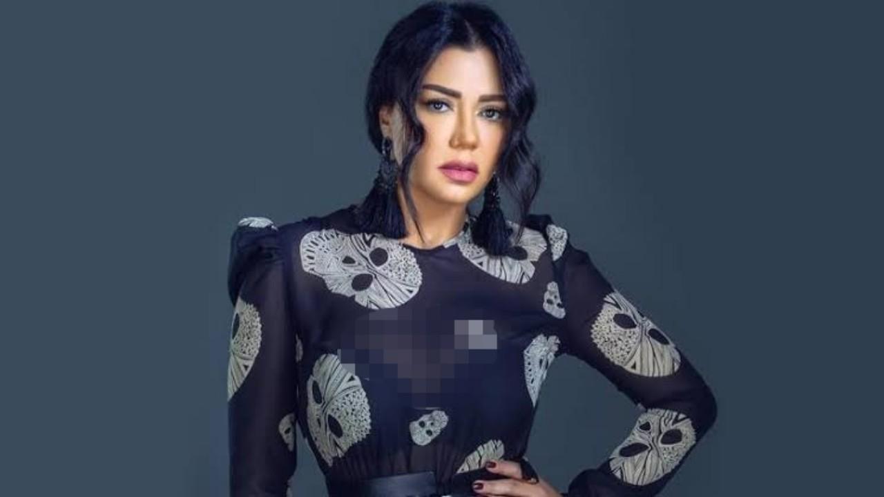 «فستان» رانيا يوسف يثير الجدل والانتقادات