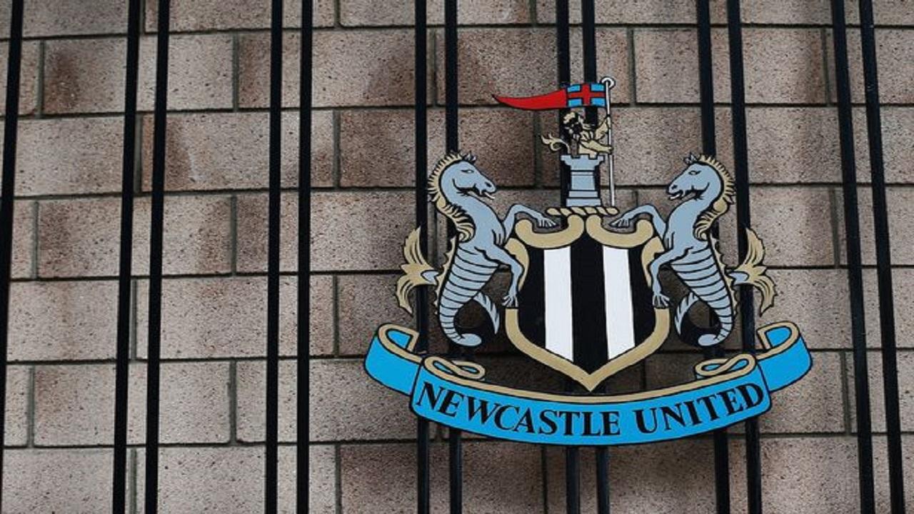 """""""نيوكاسل"""" يلجأ للقضاء بعد فشل صفقة استحواذ """"صندوق الاستثمارات"""" على النادي"""