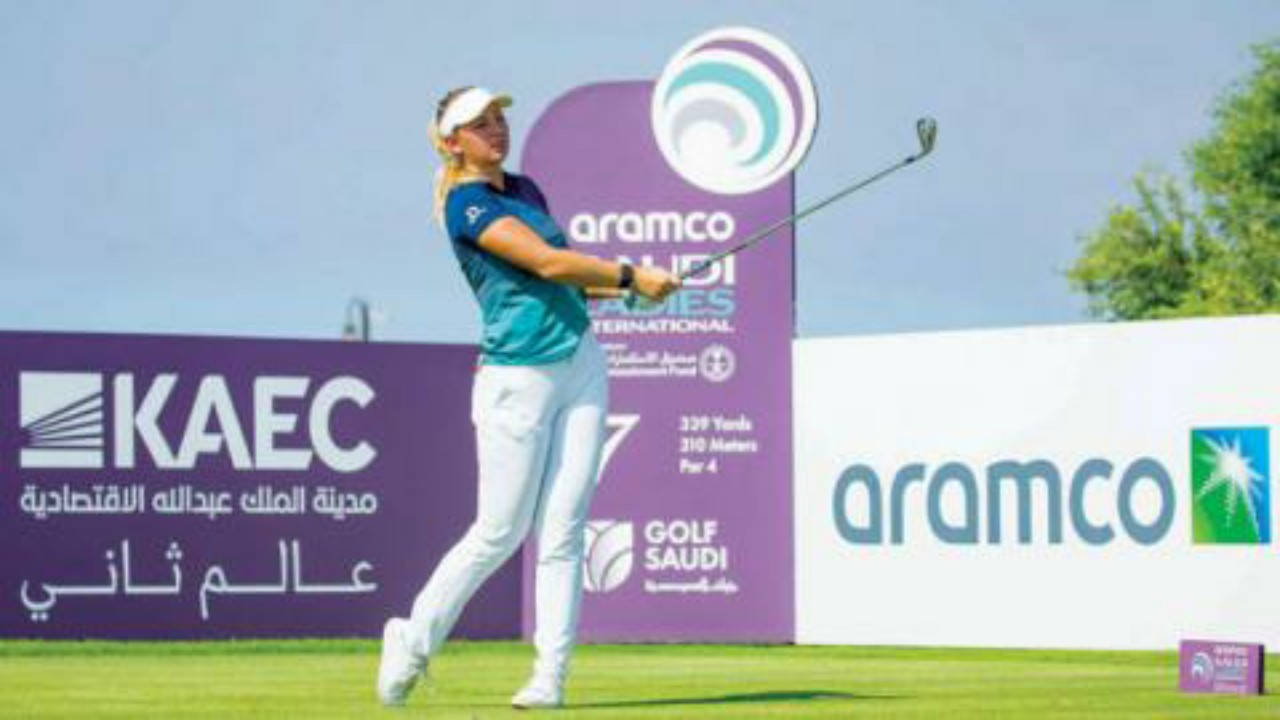 الدنماركية بيديرسن تجذب الأنظار في ثاني أيام البطولة لسيدات الجولف