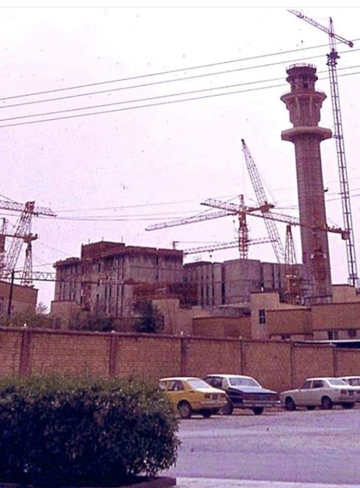 صورة من الرياض تظهر برج التلفزيون أثناء تشييده