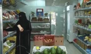 بالفيديو.. حكاية مواطنة تكسر حاجز الخوف وتعمل في مجال بيع الخضروات بسيهات