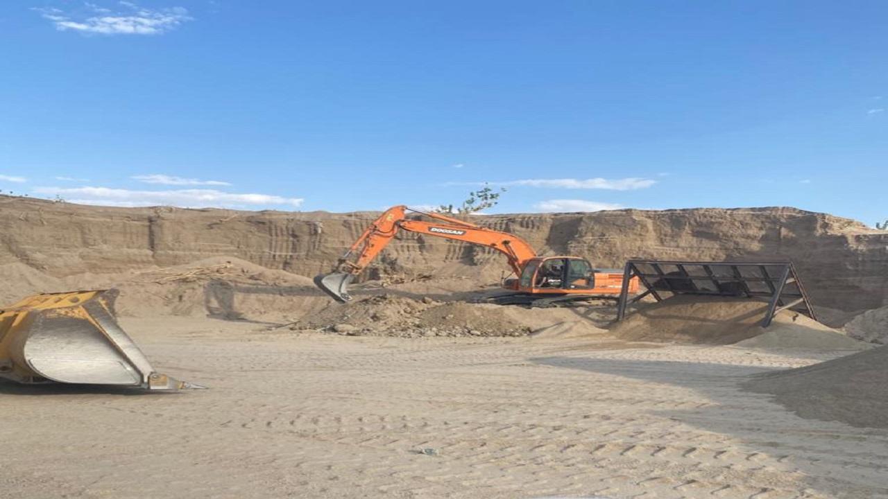 بيئة عسير تنجح في إحباط عملية نهل للرمال في وادي تثليث