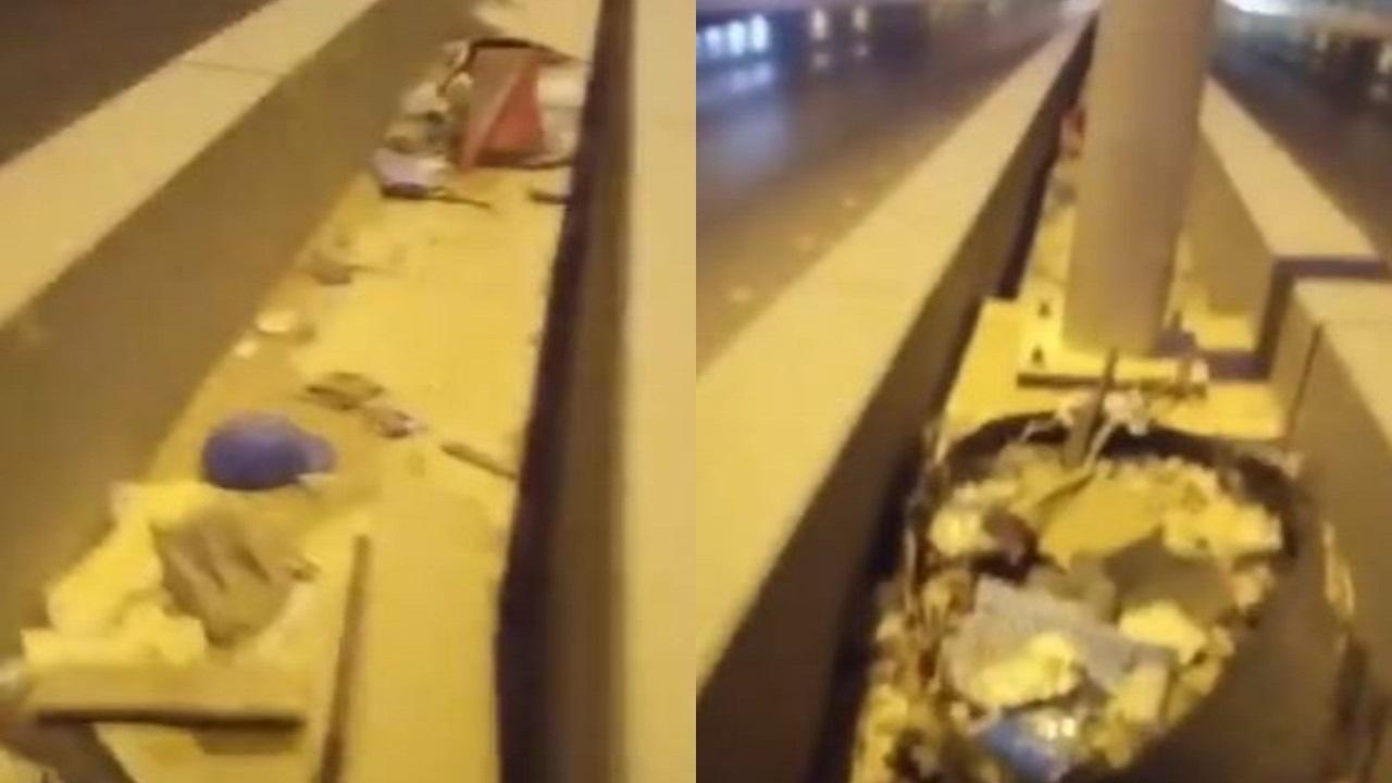 شاهد.. نفايات ومخلفات بناء على كوبري طريق الملك عبدالعزيز تٌثير الغضب