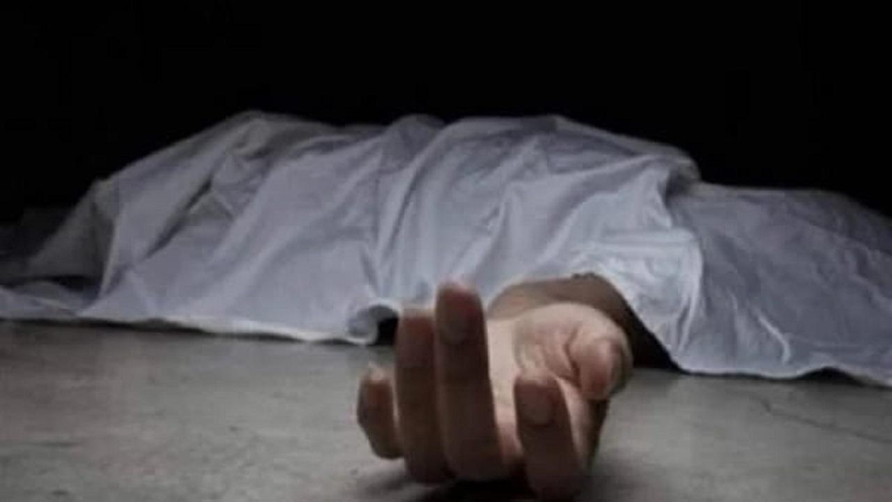 تمزيق جسد شاب على يد 3 متحرشين في طريق عام