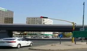 شاهد.. مواطن يوثق تركيب كاميرات الرصد الآلي في المسارات المرورية بجدة