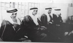 صورة نادرة للأمير منصور بن عبدالعزيز في المنطقة الشرقية