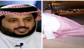 بالفيديو.. تركي آل الشيخ يسجدعلى أرض المطار فور وصوله إلى الرياض