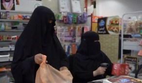 بالفيديو.. مواطنة تتغلب على مرضها وتفتح سوبر ماركت بمساعدة بناتها