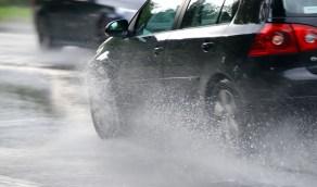 نصائح إحرص على مراعاتها عند قيادة السيارة أثناء هطول الأمطار