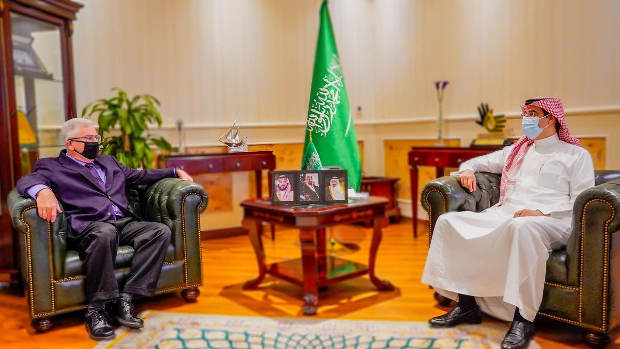 العواد يبحث أوجه التعاون مع السفير الأمريكي