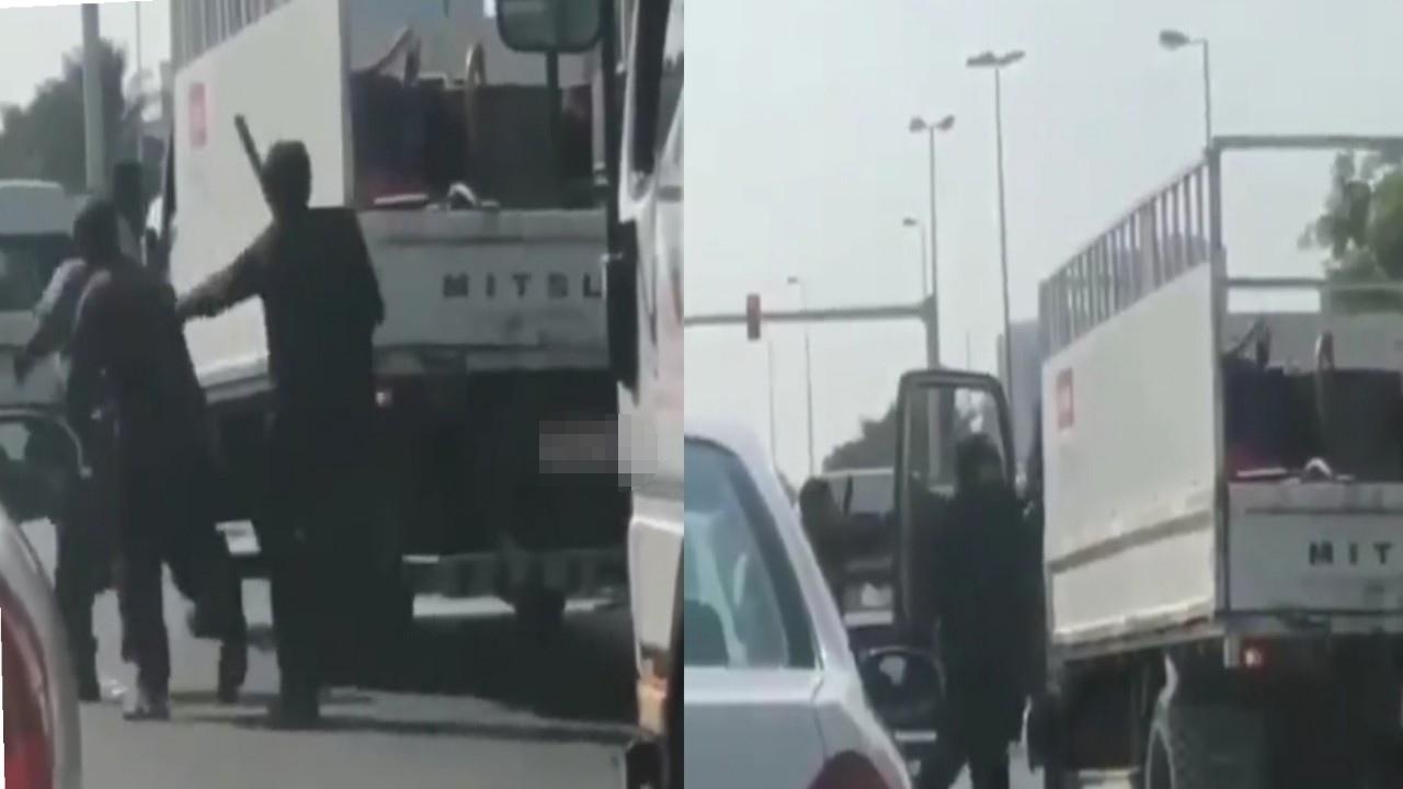 بالفيديو.. مضاربة عنيفة بين آسيويين بسبب خلافات شخصية
