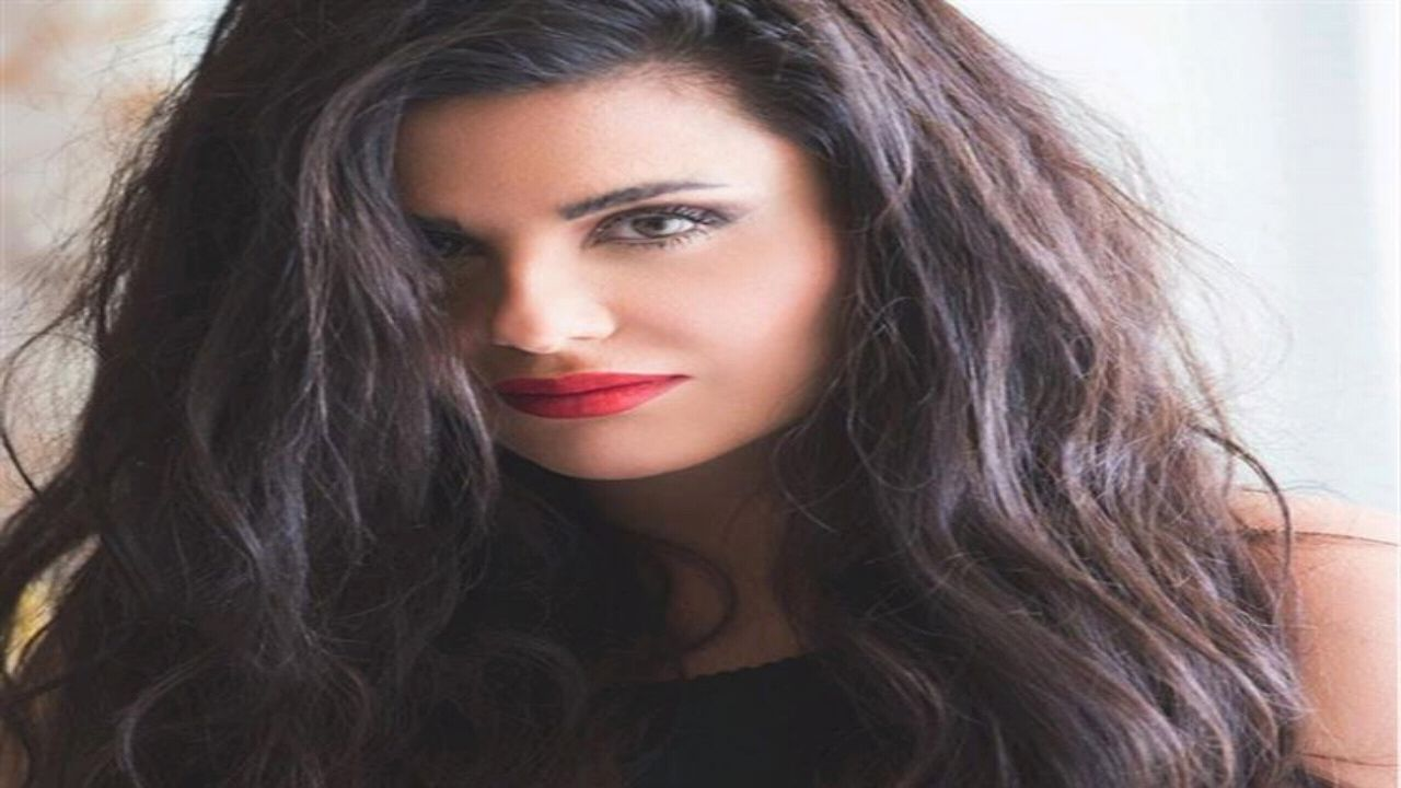 بالفيديو.. دانا حمدان تفاجئ جمهورها بالحجاب