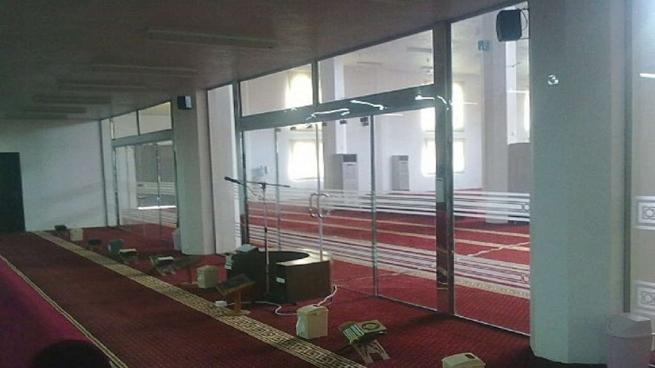 """""""الشؤون الإسلامية"""" تعتزم تركيب الفواصل والقواطع الزجاجية بجوامع 3 مناطق"""