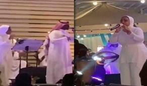 حفل زفاف في جدة أحيته مطربة محجبة يثير الجدل