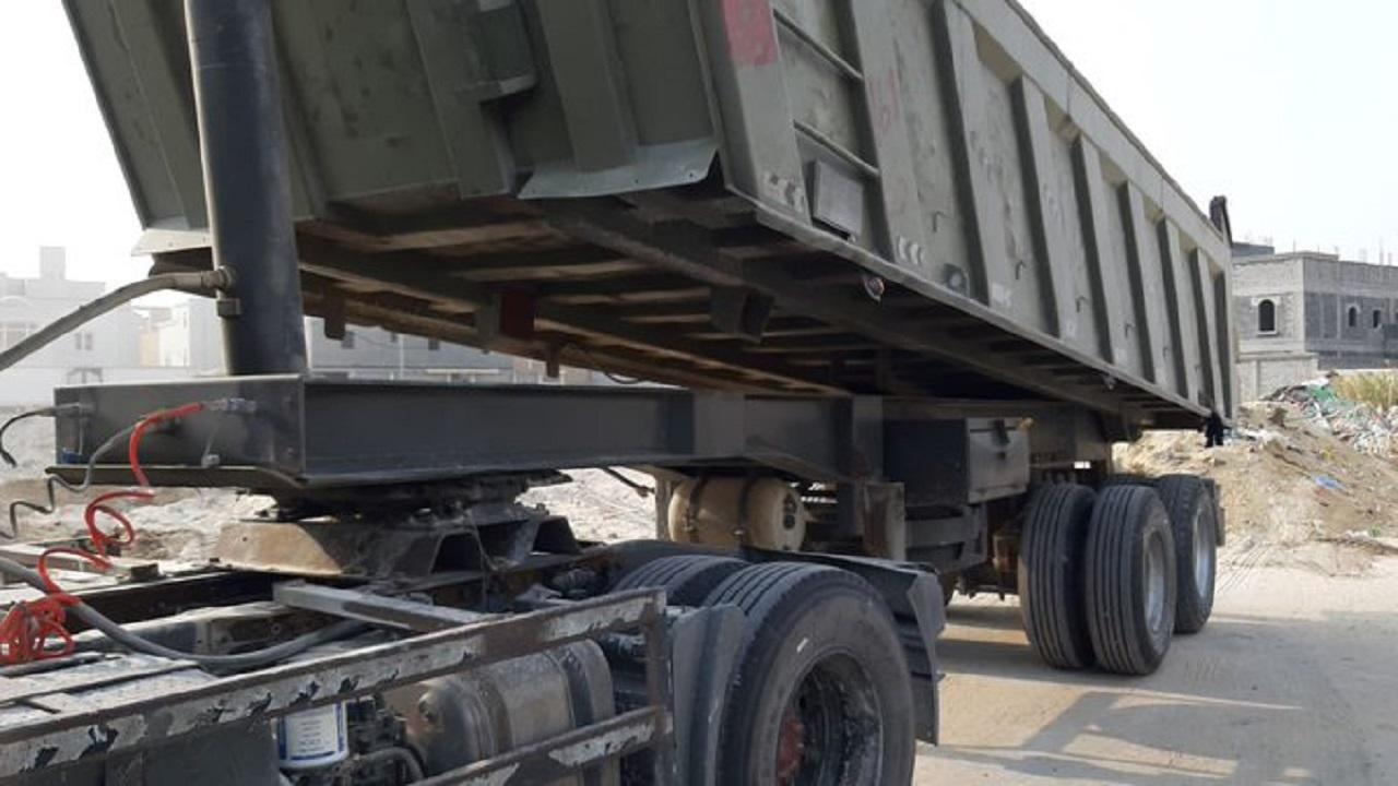 ضبط ثلاث شاحنات ترمي المخلفات في الأماكن الممنوعة غرب الدمام