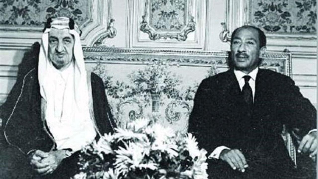 صورة تاريخية للحظة منع الملك فيصل البترول عن هوالند في أعقاب حرب 73