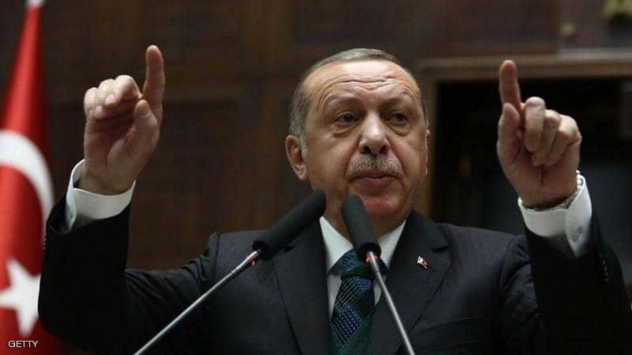 بالفيديو.. أردوغان يبوح بأطماعه في أذربيجان وليبيا أمام أنصاره